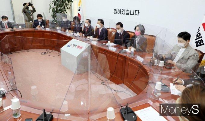 [머니S포토] 김기현 대표 대행 국민의힘 첫 비대위 회의