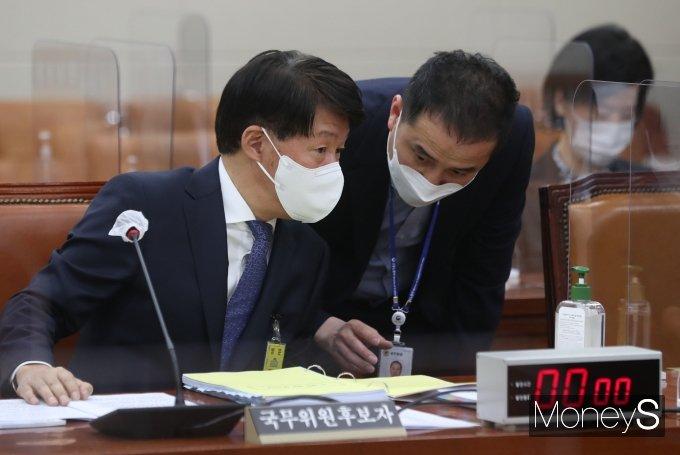 [머니S포토] 국회 환노위 인사청문회 출석한 안경덕 장관 후보자