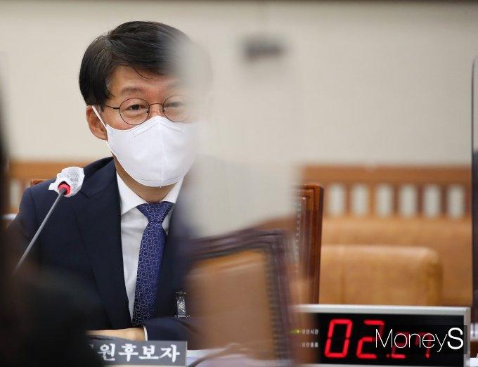 [머니S포토] 환노위 인사청문회, 질의 답변하는 안경덕 장관 후보