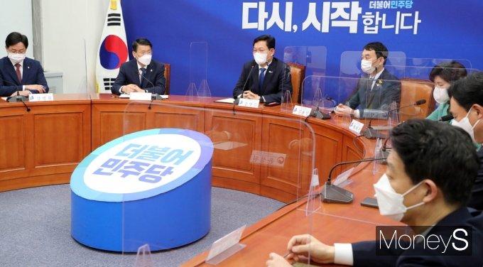 [머니S포토] 부동산 특위 전면개편 알리는 송영길 與 대표