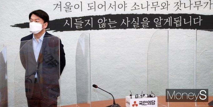 [머니S포토] 합당 논의?, 국힘 김기현 기다리는 국민의당 안철수