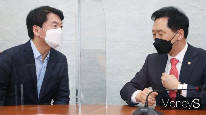 [머니S포토] 김기현-안철수 첫 회동, 무슨 대화 나눴나