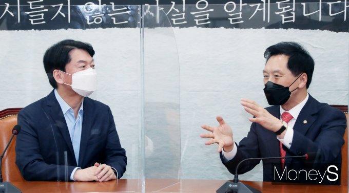 [머니S포토] 김기현·안철수 첫 회동, 양당 합당 의견 교환하나