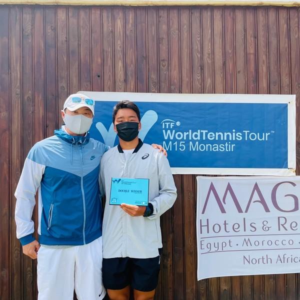의정부시(시장 안병용)는 의정부시(시장 안병용) 직장운동경기부 테니스팀(감독 유진선) 소속 정윤성 선수가 2021 ITF 남자 월드 테니스 투어 M15 모나스티르에서 남자 복식 우승의 쾌거를 달성했다고 4일 밝혔다. / 사진제공=의정부시