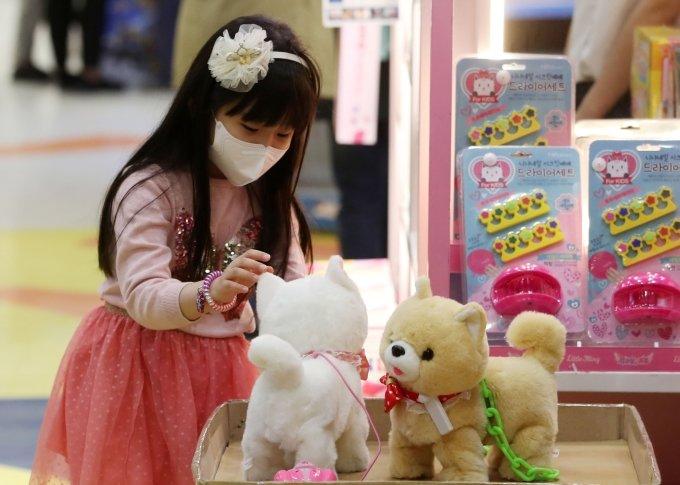 어린이날 장난감 선물, 어떤 카드로 살까… 상품권 혜택은?