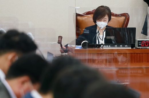 진선미 부동산특위원장 물러났다… 후임 유동수 의원 거론
