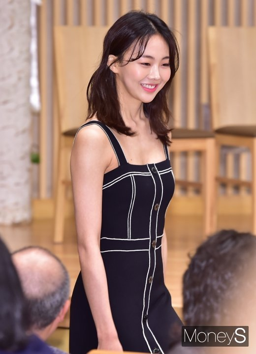 배우 금새록이 정인선을 대신해 골목식당 mc로 합류한다. /사진=장동규 기자