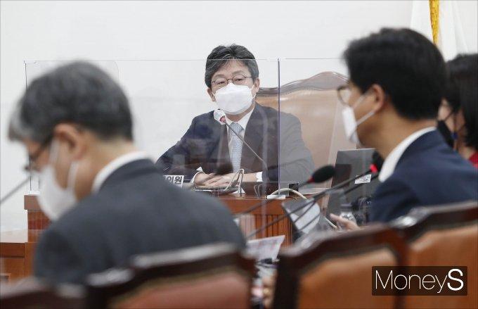 [머니S포토] '명불허전 보수다' 강연하는 유승민