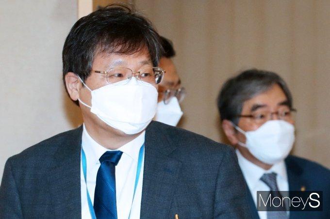 [머니S포토] 부동산시장 관계장관회의 참석한 안일환 靑 경제수석