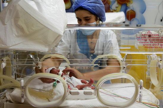 세계 최초 9쌍둥이 출산… 딸 5명·아들 4명, 몸무게 500g~1kg
