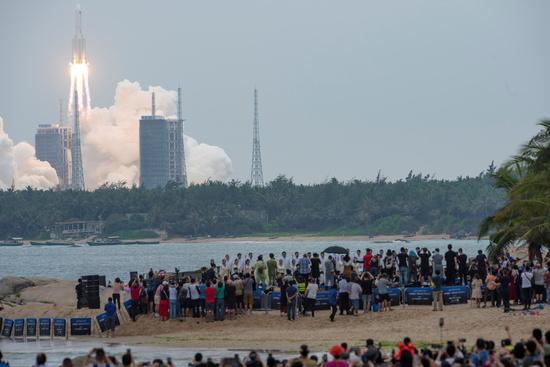 중국이 지난달 29일 하이난성에서 우주 정거장 핵심 모듈 '톈허'를 쏘아 올렸다. 이때 사용한 창정 5B 로켓 잔해의 행방을 두고 중국과 서방이 갑론을박 중이다. /사진=로이터