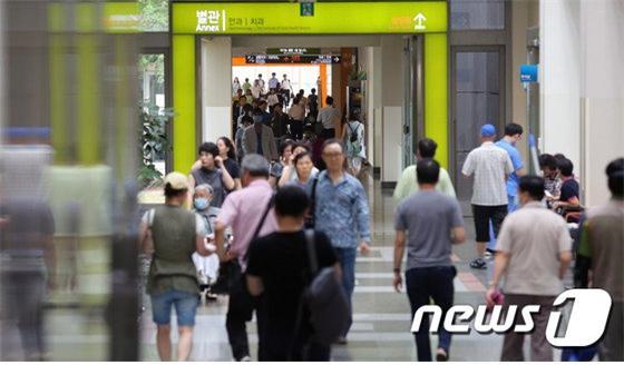실손의료보험 청구 전산화에 대한 목소리가 커지고 있다. 사진은 서울시내 한 대학 병원./사진=뉴스1