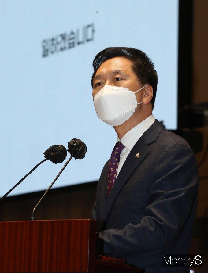 [머니S포토] 긴급 의총서 발언하는 김기현 권한대행