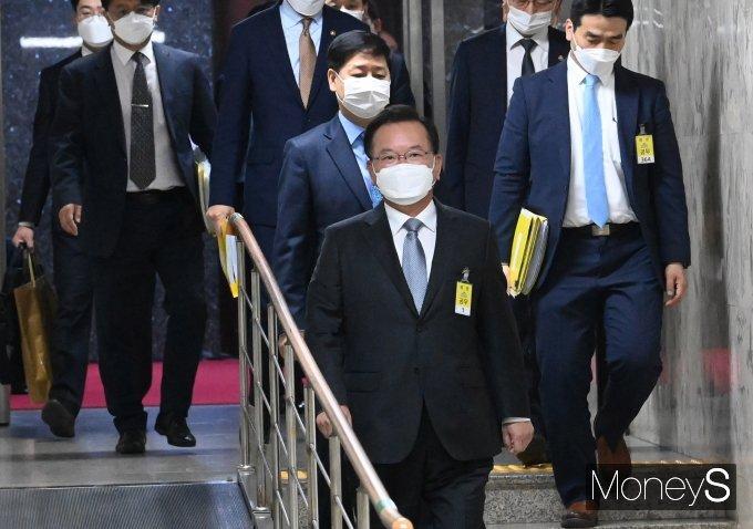 [머니S포토] 인사청문회장 향하는 김부겸 국무총리 후보자