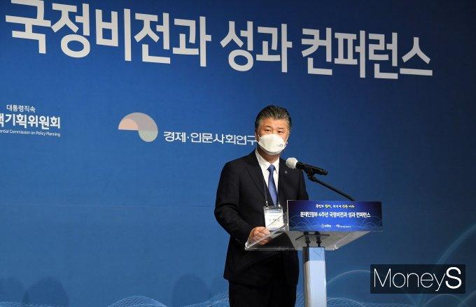 [머니S포토] 조대엽 위원장, 문재인정부 4주년 컨퍼런스 개회사