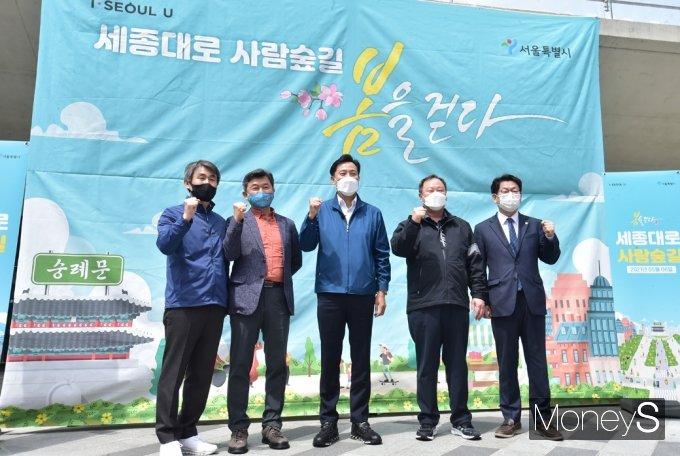 [머니S포토]  오세훈 시장, 세종대로 '사람숲길' 봄을 걷다 행사