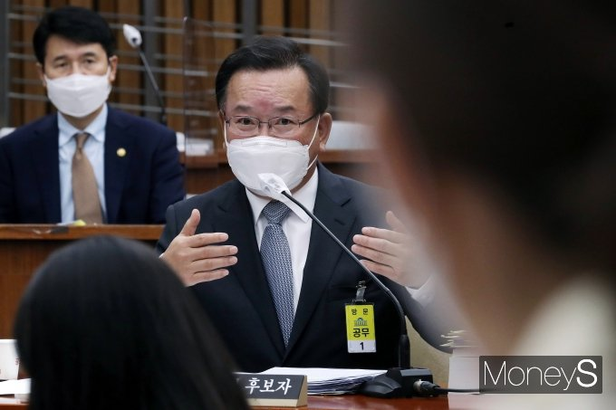 [머니S포토] 인사청문회 질의 답하는 김부겸 후보자