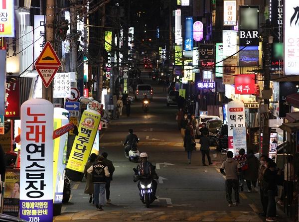 지난달 21일 인천 중구 신포동 소재 한 노래주점을 방문했던 40대 남성이 16일째 실종된 상태다. 경찰은 계산대를 비추는 CCTV를 확보해 분석 중인 것으로 알려졌다. 사진은 기사 내용과 무관함. /사진=뉴스1