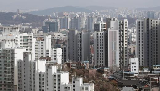 한국부동산원의 '5월 첫째 주(3일 기준) 주간 아파트가격 동향'에 따르면 서울 아파트 매매가격은 전주(0.08%) 보다 0.01%포인트 확대해 0.09% 상승했다. /사진=뉴스1