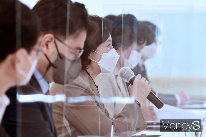 [머니S포토] 교육부-국교조 1차 교섭, 인사말 전하는 '유은혜'