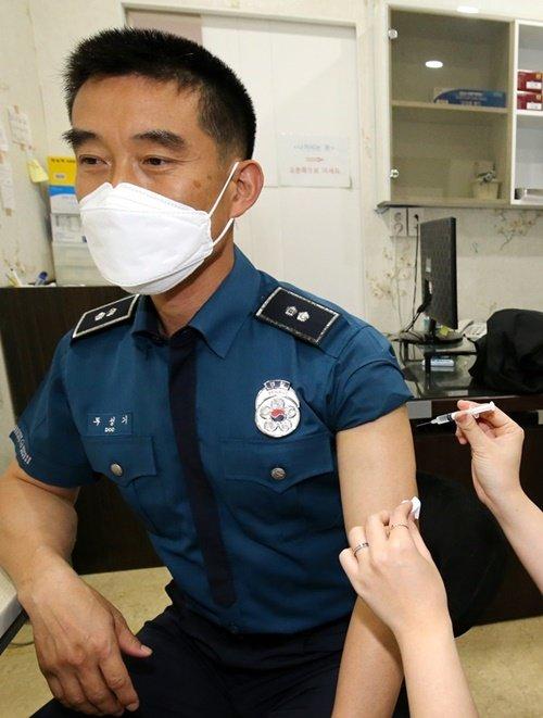 경기북부 경찰관들 잇단 응급실행… AZ백신 불안 가중