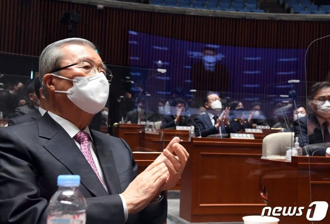 """김종인 """"윤 총장? 난 누굴 기다려 본적 없어""""…尹 대권 가능성은 인정"""