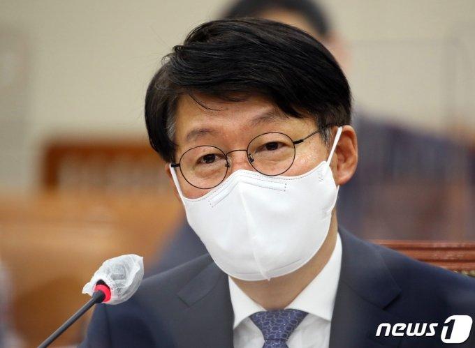 문대통령, 안경덕 노동부 장관 임명안 재가…7일 임기 시작