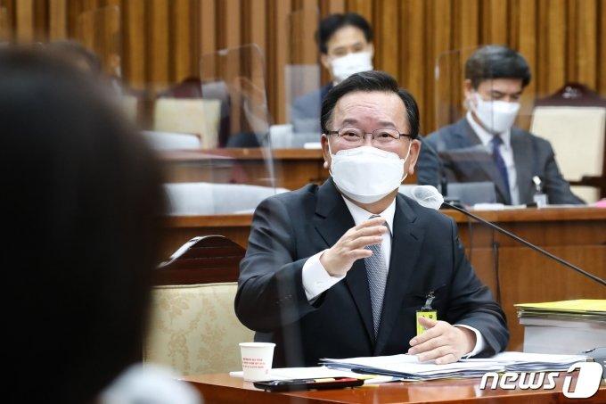 """김부겸 """"자녀 '선거용 위장전입' 아냐…대구에서 같이 살며 선거운동"""""""