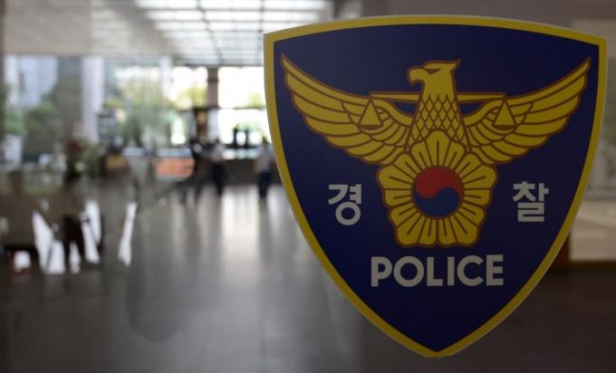 6일 전북 전주완산경찰서에 따르면 아들의 판결에 불만을 품은 40대 남성이 경찰청과 방송국 정문을 자신의 차량으로 들이받아 훼손했다. /사진=뉴시스