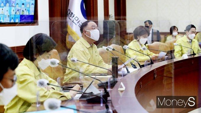 """[머니S포토] 중대본 홍남기 """"변이 바이러스 확산 우려, 선제적 검사·역학조사"""""""