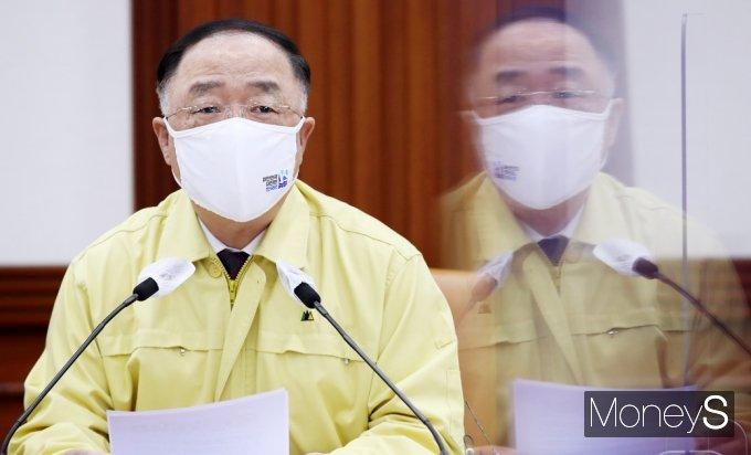 """[머니S포토] 중대본 홍남기 """"어제 확진자수 525명…1일, 500명 이하 위해 정부 총력"""""""