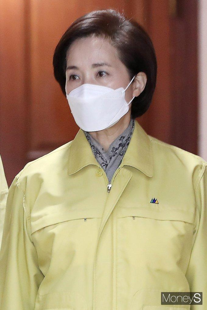 [머니S포토] 코로나19 중대본 참석한 '유은혜'
