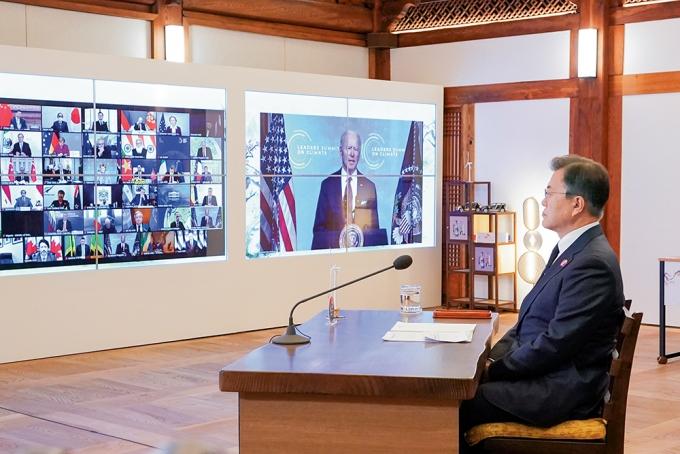 지난 4월22일 열린 '기후정상회의'에 문재인 대통령과 조 바이든 미국 대통령, 시진핑 중국 국가주석 등 20여개국 정상들이 비대면으로 한자리에 모였다. /사진=뉴스1