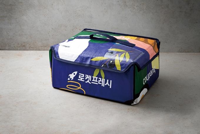 쿠팡이 자체 개발한 프레시백은 세척과 살균 후 재활용할 수 있는 포장재다. /사진제공=쿠팡