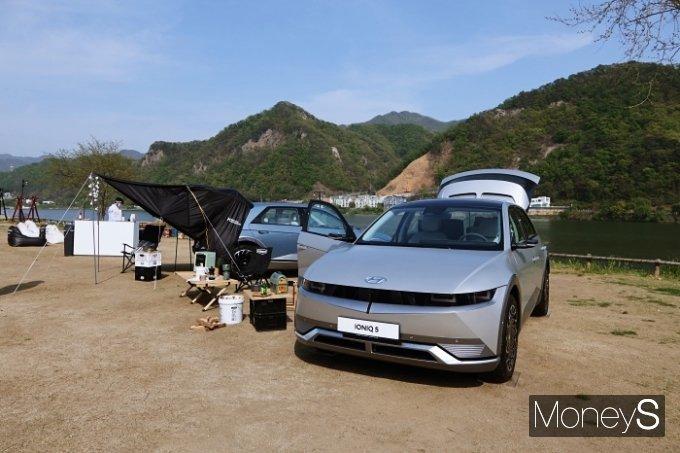 [시승기] 원래 타던 차 같은 편안함… '아이오닉5'