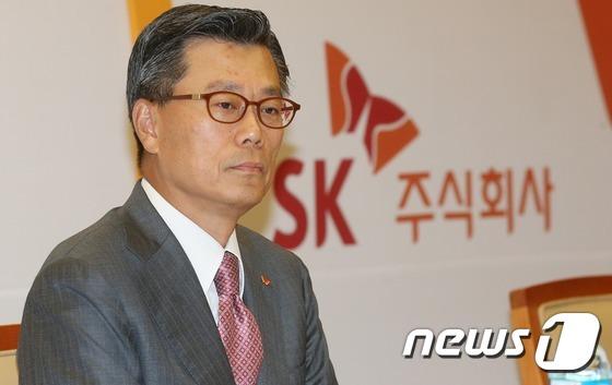 'SK그룹 2인자' 조대식 수펙스 의장, 15시간 검찰조사