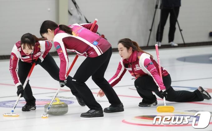女컬링 '팀 킴', 세계선수권 최종전 이겼지만… 베이징행 티켓 좌절