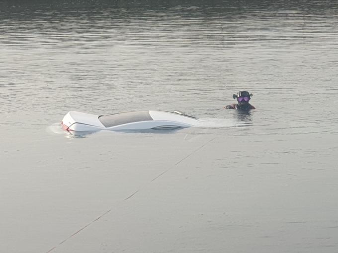 8일 오전 6시15분쯤 제주시 삼양삼동 포구에서 A씨(26)가 몰던 소나타 차량이 바다로 추락했다. /사진=뉴스1(제주해양경찰서 제공)