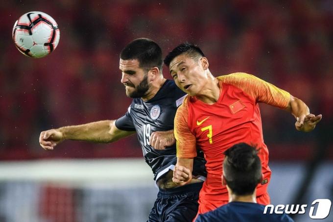 괌을 상대하는 중국 대표팀의 에이스 우레이 © AFP=뉴스1