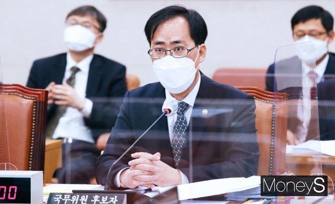 """'도자기 의혹' 박준영 낙마 위기?… 해수부 """"국가공무원법 위반"""""""