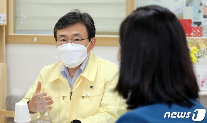 권덕철 보건복지부 장관 2021.4.28/뉴스1 © News1 장수영 기자