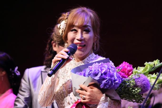 8일 오후 예술의전당 콘서트홀에서 열린 조수미의 어버이날 기념 콘서트. 데뷔 35주년을 맞아 축하 꽃다발을 받았다. © 뉴스1