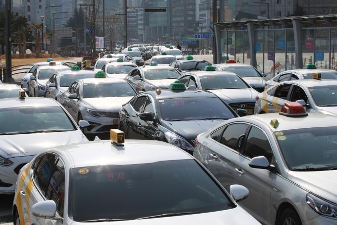 택시 기사가 여성 승객에게 성매매를 제안했다는 충격적인 사건이 발생했다. 사진은 기사와 관계 없음./사진=뉴스1 공정식 기자
