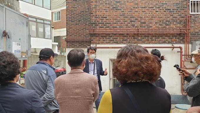 경기 광명시는 지난달 7일 새터마을 도시재생 현장지원센터 교육장에서 주민쉼터정원 조성을 위한 '가드닝 교육'을 진행했다. / 사진=광명시