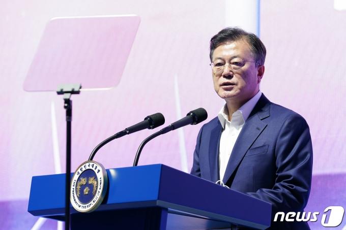 문재인 대통령이 지난 6일 울산 남구 3D프린팅 지식산업센터에서 열린 '울산 부유식 해상풍력 전략 보고'에 참석해 발언하고 있다. 2021.5.6/뉴스1 © News1 유승관 기자