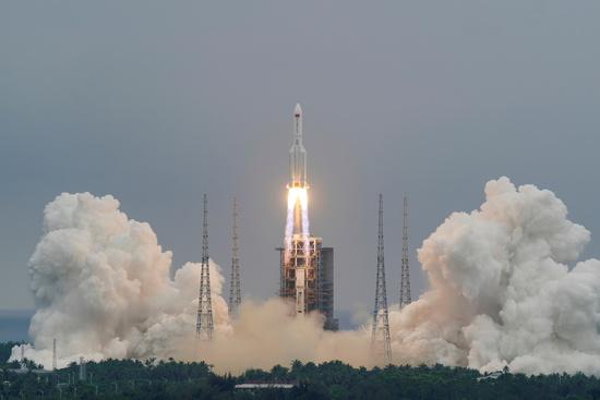 지난달 29일 중국이 발사한 '창정 5B' 로켓 잔해가 9일 오전 11시24분(한국시각) 인도양 아라비아해에 추락한 것으로 파악됐다. /사진=로이터