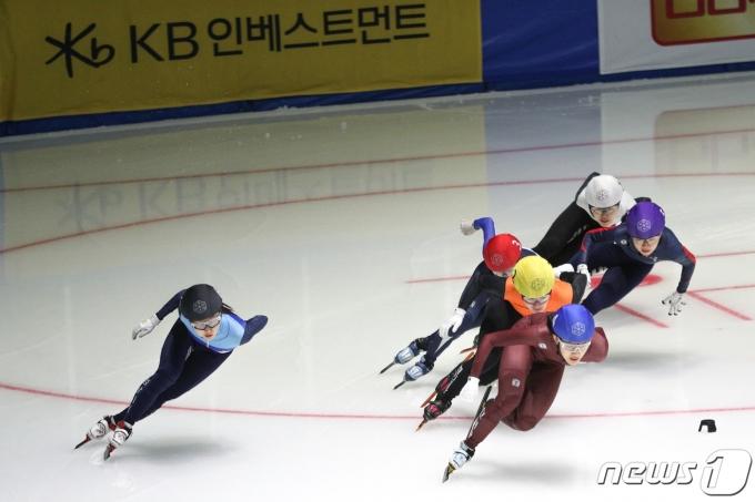 [사진] 베이징행 역주하는 최민정