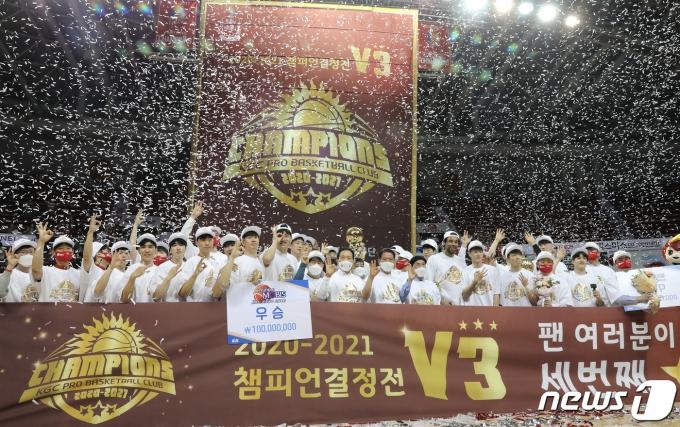 [사진] KGC 인삼공사, PO 10전 전승으로 우승