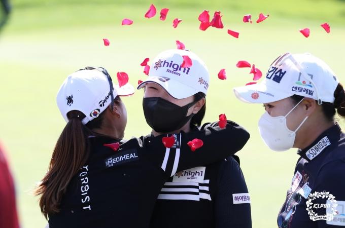 [사진] 우승 축하받는 곽보미