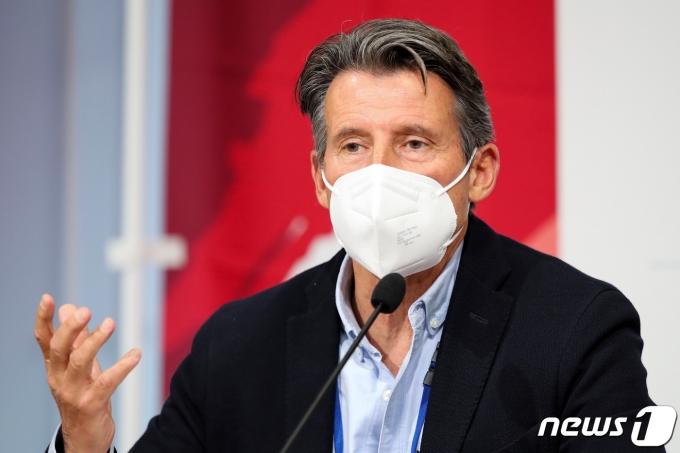 세바스찬 코 세계육상연맹(IAAF) 회장이 9일 도쿄에서 기자회견을 하고 있다. © 로이터=뉴스1